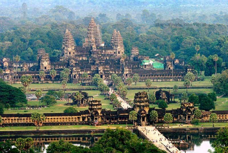 Tổng thể Angkor Wat nhìn từ trên cao.