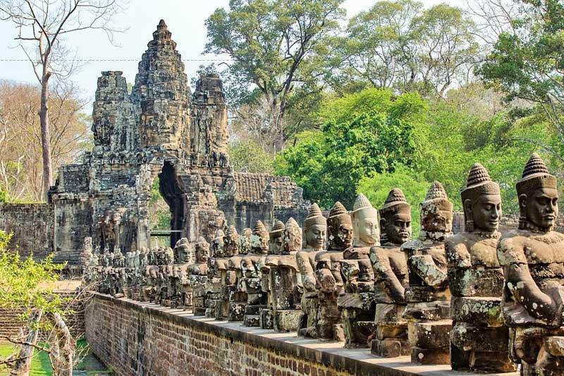 Lối vào cổng Nam thành Angkor Thom.