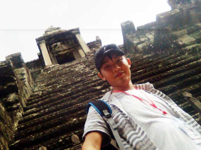 Một cửa đền Angkor Wat trong một chuyến du lịch.