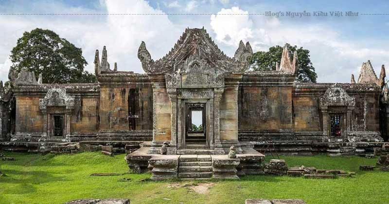 Do ngôi đền nằm gần biên giới Campuchia và Thái Lan nên khu vực này bị tranh chấp cho đến 15 tháng 6 năm 1962.