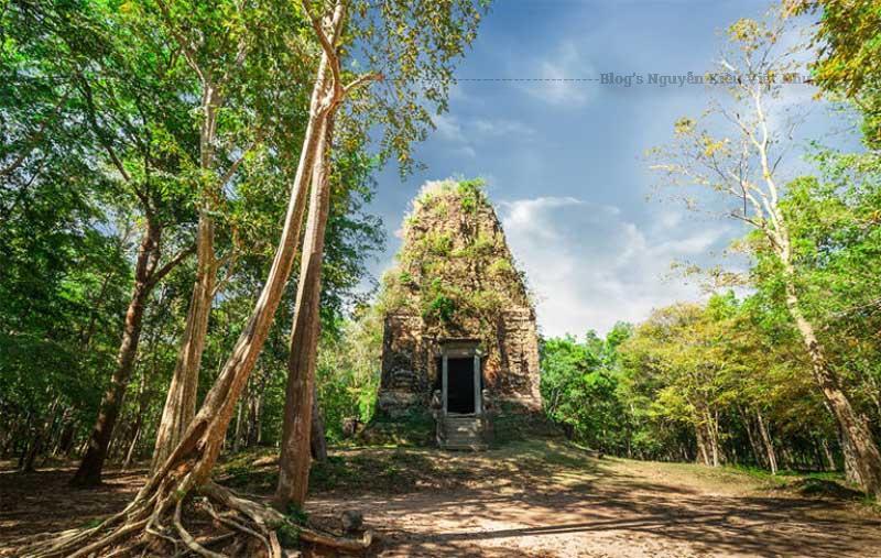 Nhóm đền Prasat Sambor nằm tại phía Bắc quần thể Sambor Prei Kuk.