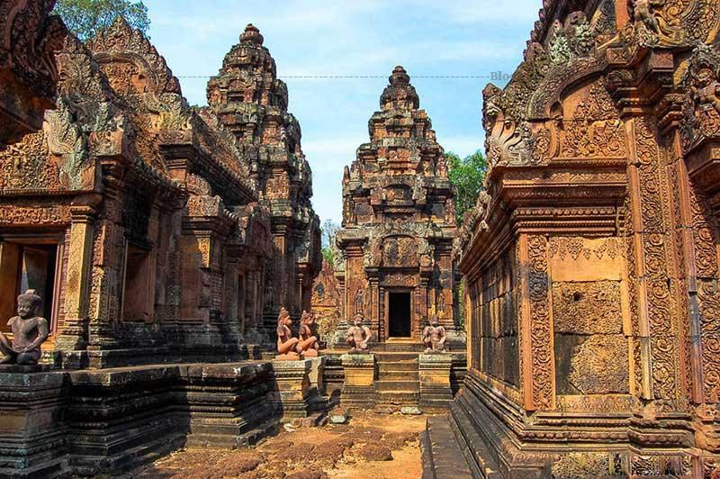 Kiến trúc mang đậm chất kiến trúc của nghệ thuật Balamon Ấn Độ.