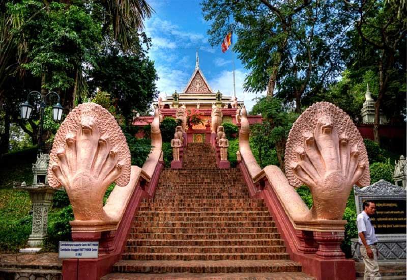 Wat Phnom là ngôi chùa linh thiêng bậc nhất tại Campuchia.