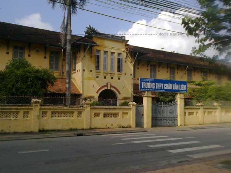 Trường do người Pháp bắt đầu xây dựng từ năm 1917 và hoàn thành, đưa vào sử dụng năm 1921.