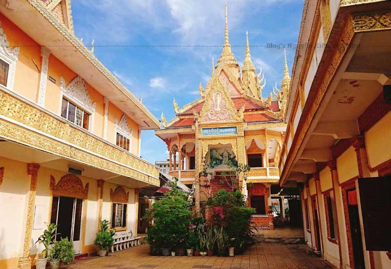 Chùa Munir Ansay là một ngôi chùa Khmer lớn và lâu năm nhất tại Cần Thơ.