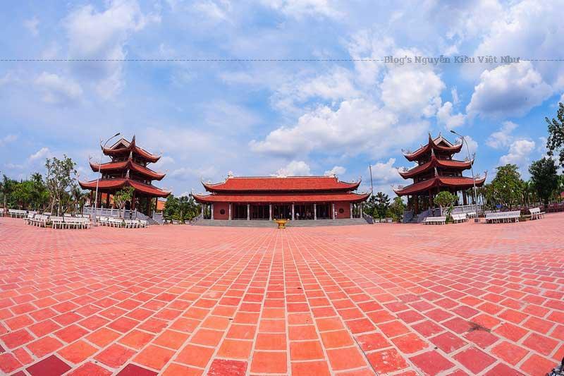 Thiền viện có tổng diện tích là 38.016 m2, nằm trong khu Di tích lịch sử Lộ Vòng Cung, cách làng du lịch Mỹ Khánh chỉ vài trăm mét và cách trung tâm thành phố khoảng 15 km.
