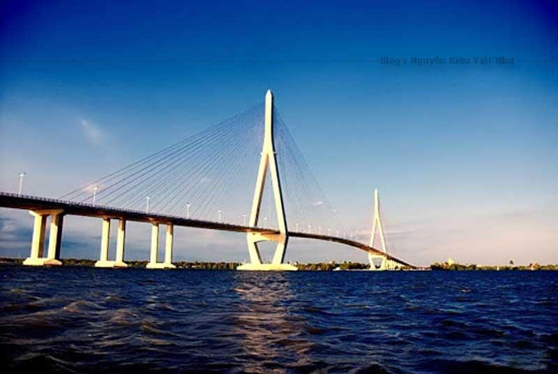 Cây cầu này đóng vai trò quan trọng trong việc nối liền kinh tế hai bờ sông Hậu.