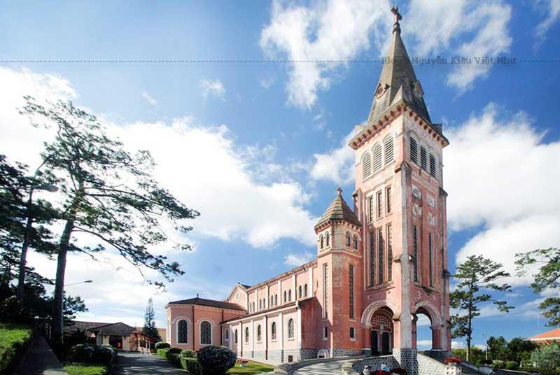 Lịch sử Nhà thờ chính tòa Đà Lạt gắn liền với lịch sử hình thành và phát triển của thành phố Đà Lạt.