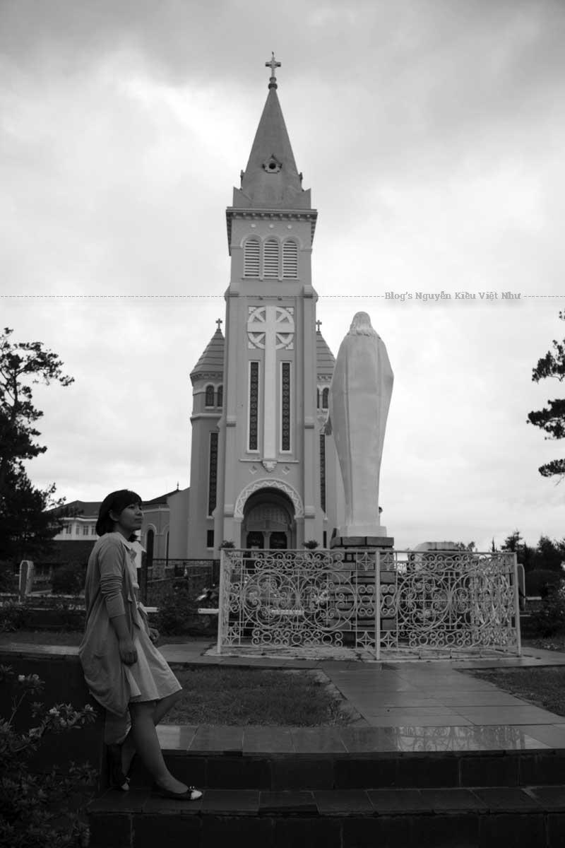 """Nhà thờ Con gà được thiết kế theo """"kiểu mẫu"""" của các nhà thờ Công giáo Rôma ở châu Âu, tiêu biểu cho trường phái kiến trúc Roman."""