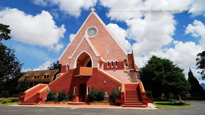 Người dân địa phương thường gọi nhà thờ này là nhà thờ Mai Anh.