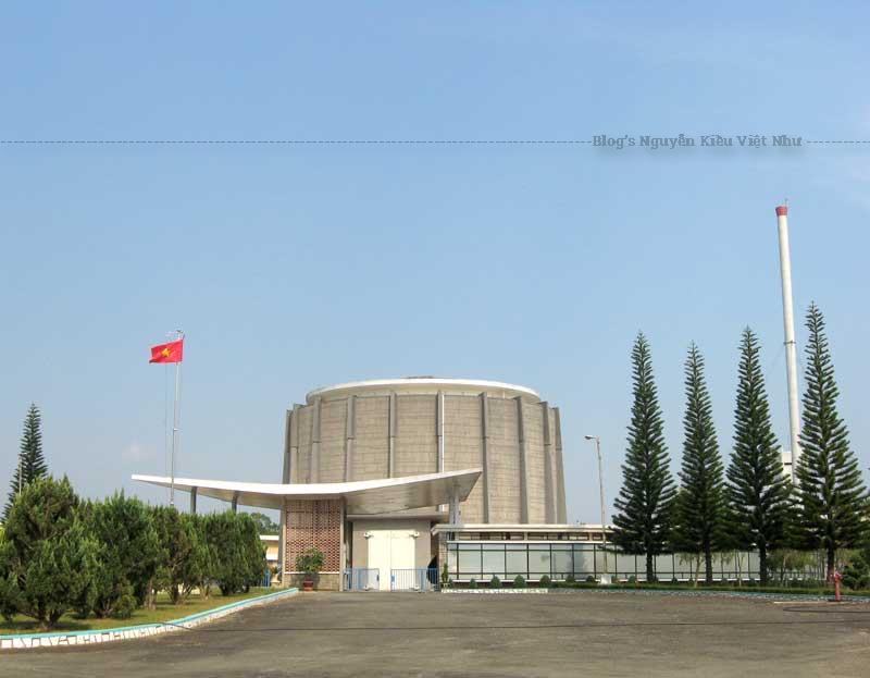 Du khách một lần đi qua thành phố du lịch Đà Lạt, nhìn quang cảnh khuôn viên Viện Nghiên cứu Hạt nhân sẽ không khỏi ngạc nhiên.