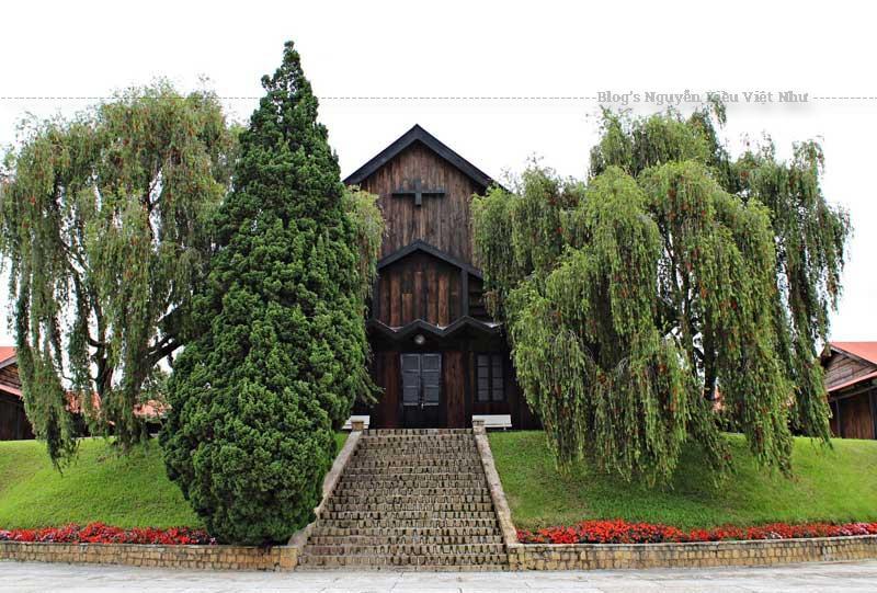 Chủng viện Minh Hòa Đà Lạt còn được gọi với cái tên nhà thờ Thánh Mẫu.