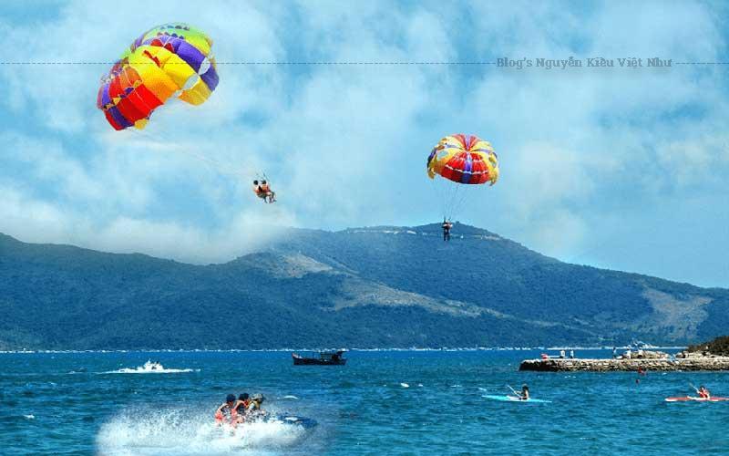 Nhảy dù lượn ngắm toàn cảnh thành phố Đà Nẵng từ trên cao.