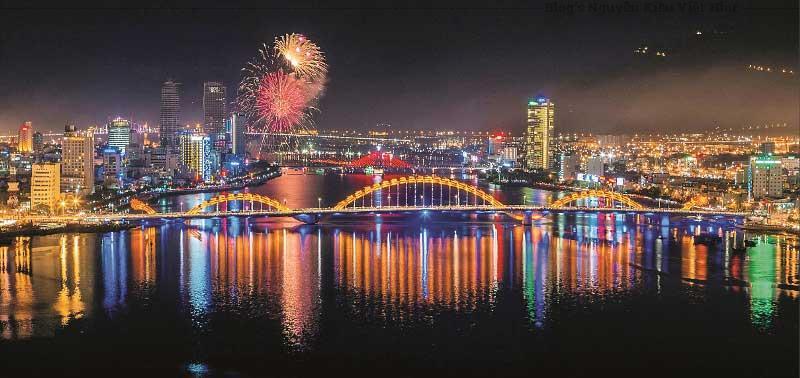 Đà Nẵng về đêm đẹp lung linh, nhiều địa điểm vui chơi, giải trí đẹp và hấp dẫn.