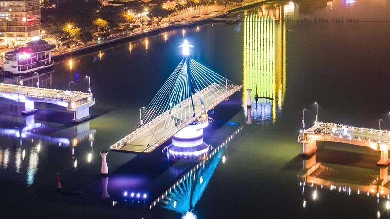 Có thể xoay 90 độ là đặc trưng nổi bật nhất của cầu quay sông Hàn.
