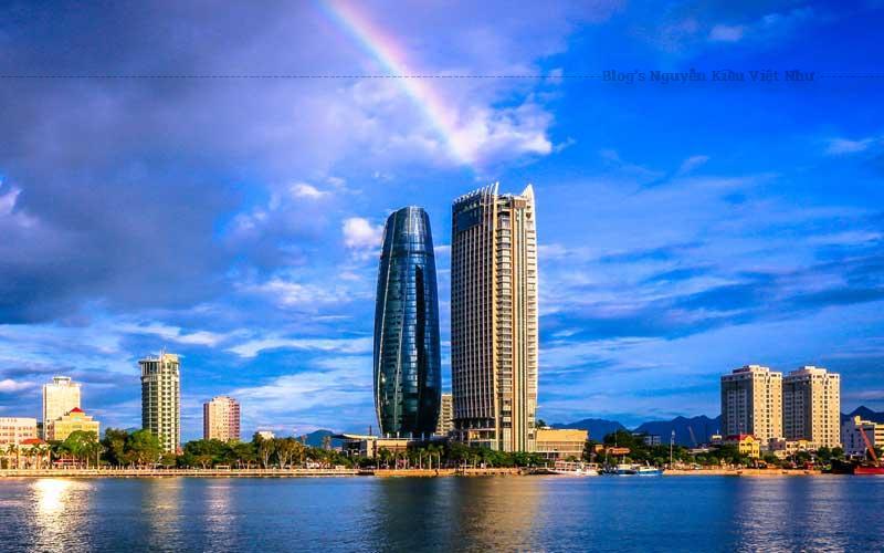 Sống ảo cùng tòa nhà trung tâm hành chính Đà Nẵng, sở hữu vị trí đắc địa ngay bên bờ sông Hàn thơ.