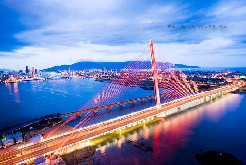 Cầu Trần Thị Lý vốn là cầu đường sắt, thời Pháp thuộc cầu được gọi là De Lattre de Tassigny.