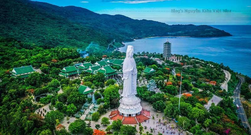 Tượng Phật Quan Thế Âm cao nhất Việt Nam ở Linh Ứng Tự với mặt hướng ra biển.