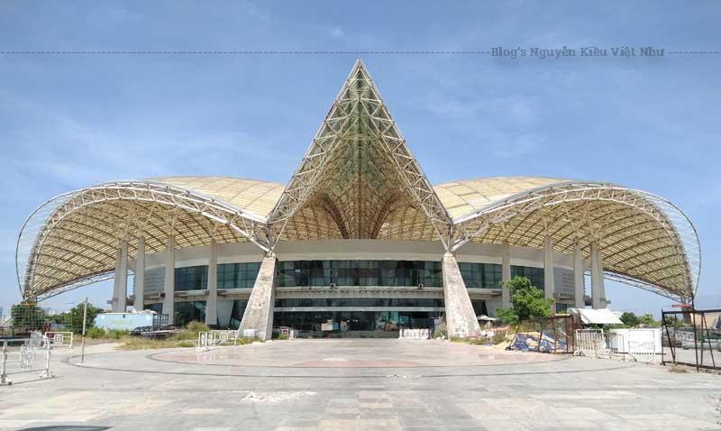 Nhà thi đấu TDTT TP Đà Nẵng được xây dựng tại Khu công viên nước cũ, tại phường Hòa Cường Bắc, quận Hải Châu với tổng diện tích hơn 94.000 m2.