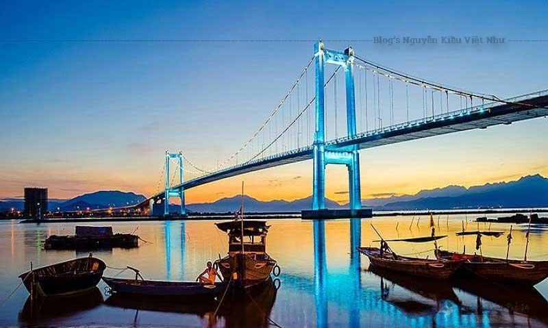 Cầu Thuận Phước là một địa điểm chương trình mang trong mình vẻ đẹp lộng lẫy và huyền diệu, làm xao xuyến bất kỳ du khách khi đến du lịch Đà Nẵng.