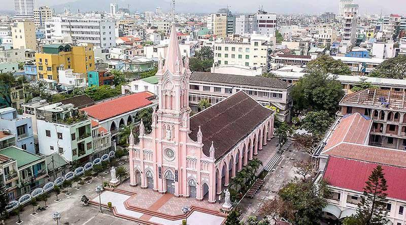 Theo bản phúc trình của Cha Rival gửi về Hội Truyền giáo Paris (MEP), năm 1700, dịp lễ Lá, nhà thờ Cửa Hàn bị quân Chúa Nguyễn lục soát và năm 1741 giáo đoàn Cửa Hàn còn 80 giáo dân.