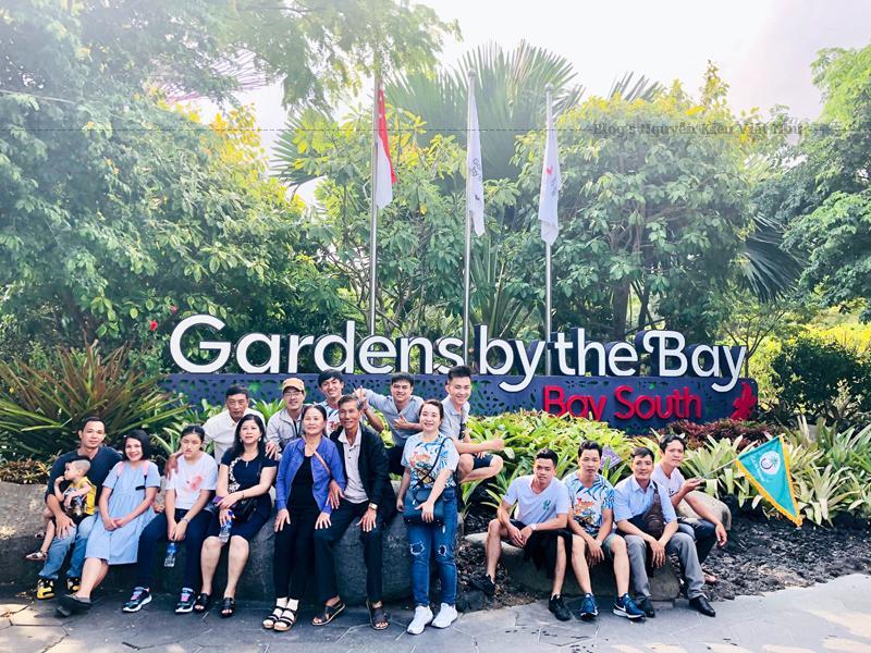 Gardens By The Bay nằm gần ga tàu Bayfront MRT Station. Tuy nhiên bạn vẫn có thể dừng ở trạm Marina Bay cũng được nhé.