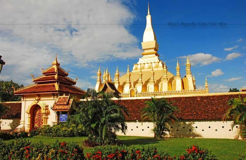 Nếu tới Vientiane, bạn đừng nên bỏ qua Pha That Luang, khu tháp thờ và chùa với kiến trúc đa dạng.