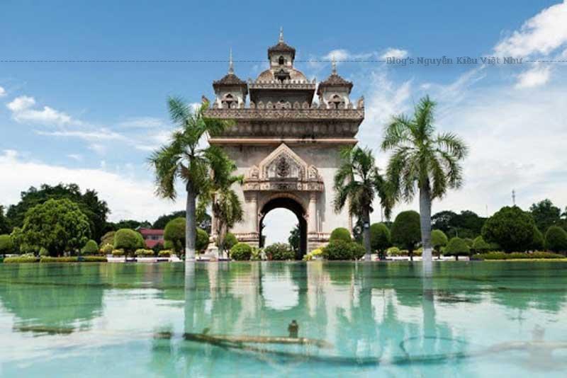 Chưa ghé thăm Khải Hoàn Môn Patuxai là chưa đến Lào.