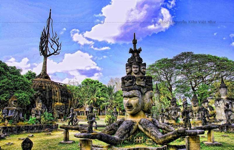 Tại công viên tượng này hiện nay có hơn 200 tác phẩm được làm từ bê tông cốt thép.