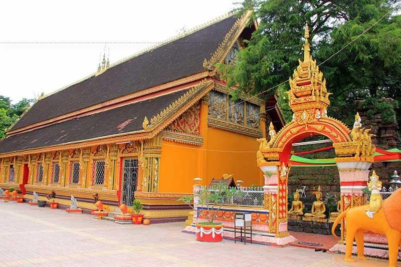 Đây là một trong những ngôi chùa linh thiêng nhất ở Viêng Chăn, Lào. Các bạn nên ghé thăm và dâng hương khi đến Viêng Chăn.