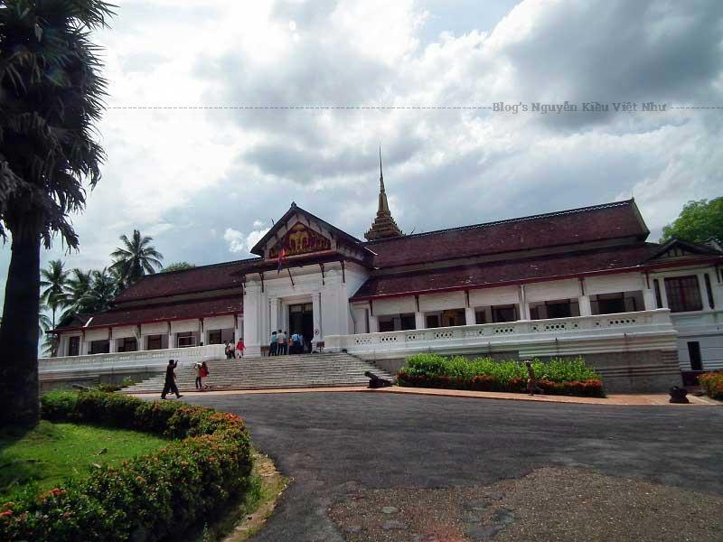 Ghé thăm Bảo tàng Quốc gia Lào là nơi mang một ý nghĩa vô cùng to lớn của nhân dân Lào trong việc lưu giữ những di sản có giá trị lịch sử, văn hóa.