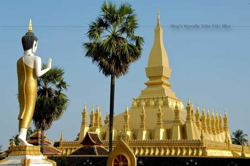 Nằm ở trung tâm thủ đô Viêng Chăn, Thạt Luổng hay Pha That Luang là một công trình Phật giáo mang tính biểu tượng của đất nước Lào.