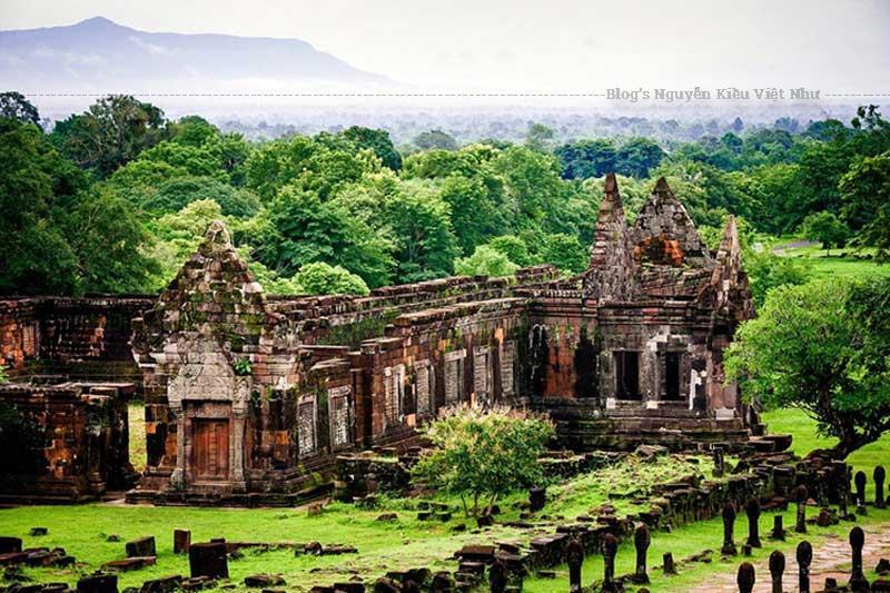 Wat Phou là đền thờ xưa nhất ở Lào, từng là trung tâm của đạo Hindu, thờ thần Shiva.