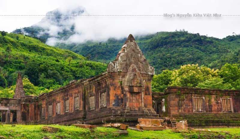 Wat Phou là mộtquần thể đền thờ Hindu của người Khmer bị hủy hoạiở miền nam Lào.