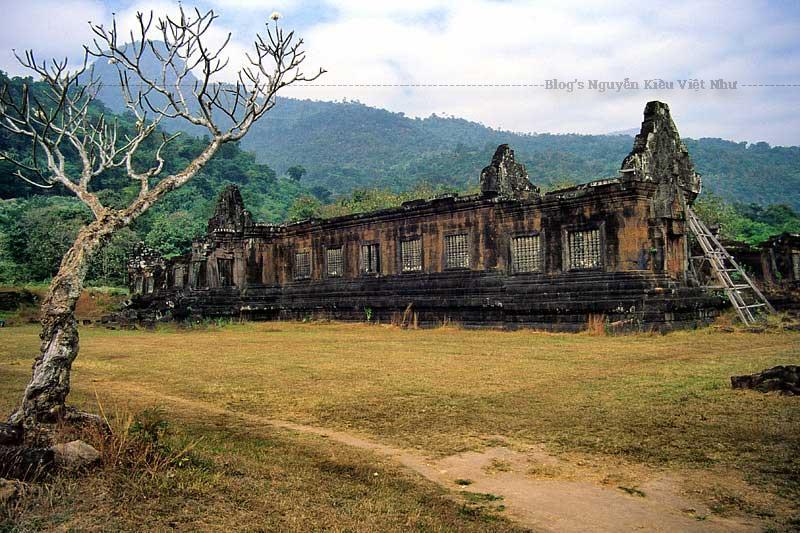 Không hoành tráng và kỳ vĩ như Angkor Wat nhưng Wat Phou ở Pakse, Lào lại mang lại cảm giác yên bình, thư thái và rất giản dị.