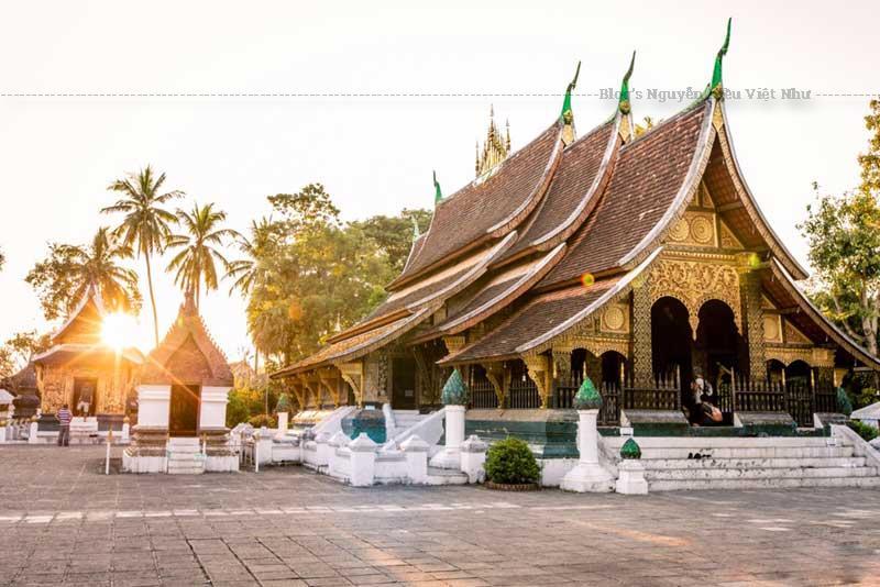 Wat Xieng Thong là một trong những ngôi cổ tự quan trọng nhất bảo tồn các di tích, tinh thần tôn giáo, hoàng gia.
