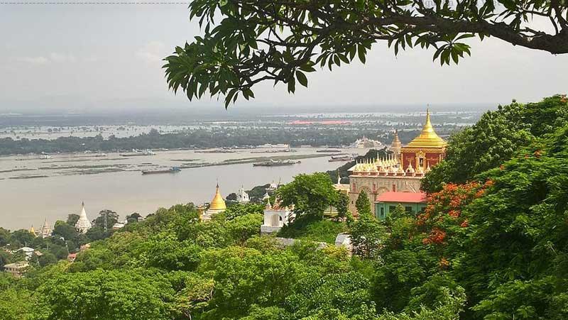 Sông Ayeyarwady nhìn từ đồi Sagaing, Sagaing.