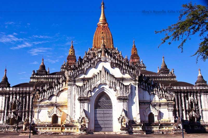 Bagan khi xưa có khoảng hơn 10.000 ngôi đền nhưng nay chỉ còn hơn 2.000 đền/chùa.