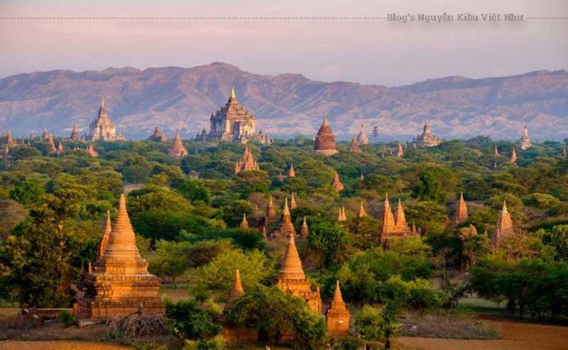 Cứ bước chân vào khu du lịch nào ở Myanmar, bạn đều phải trả một vé để ra vào khu vực đó.
