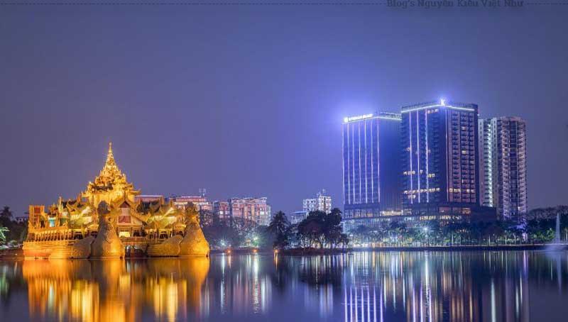 Đến thành phố Yangon du khách nên ghé thăm chùa Sule, chùa Shwedagon, chợ Mingalar, khu phố Tây, nhà thờ Holy Trinity, tu viện Do Thái
