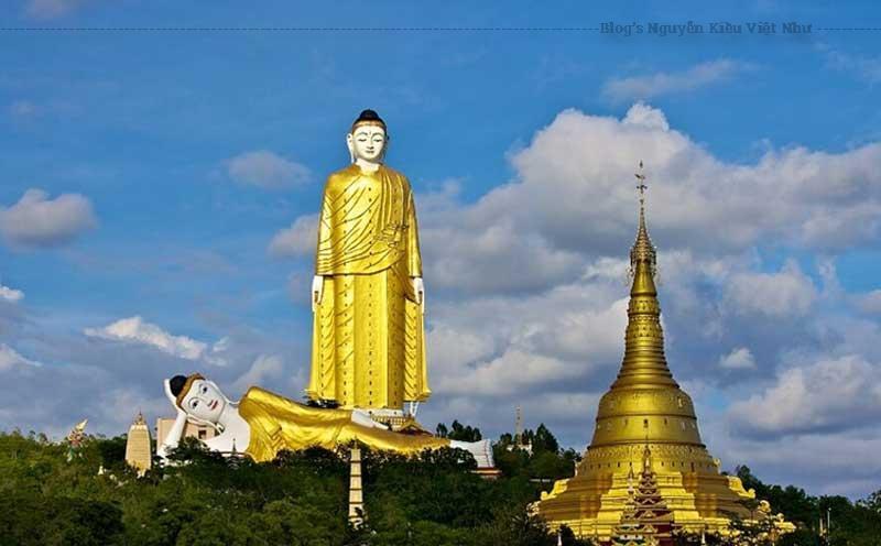 Tượng Phật Nằm khổng lồ tại Maha Bodhi Tataung ở Monywa Myanmar.