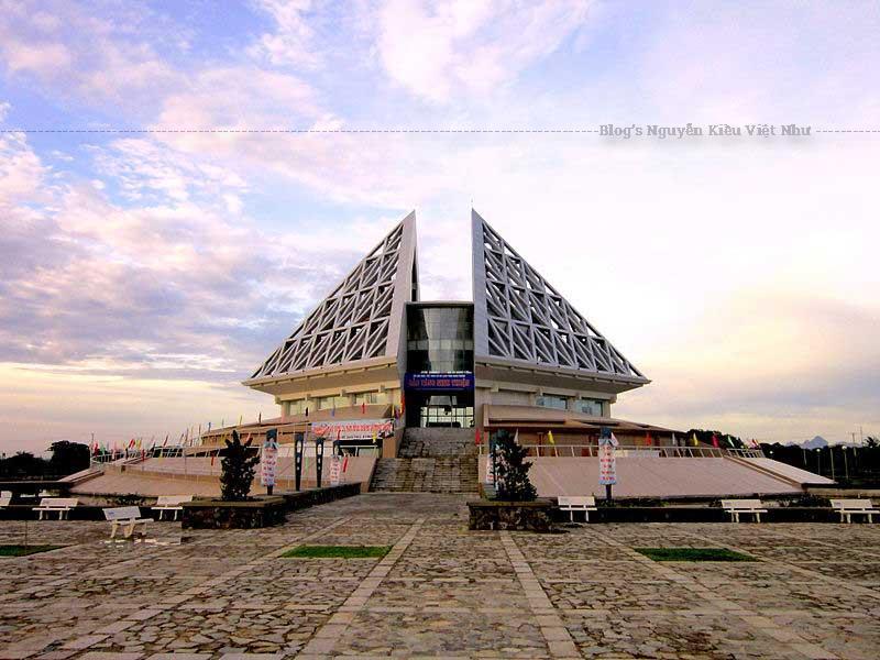Bảo tàng Ninh Thuận là một trong những điểm đến mà khá nhiều du khách muốn ghé thăm, để tận mắt chiêm ngưỡng bảo tàng lịch sử đầu tiên của Ninh Thuận.