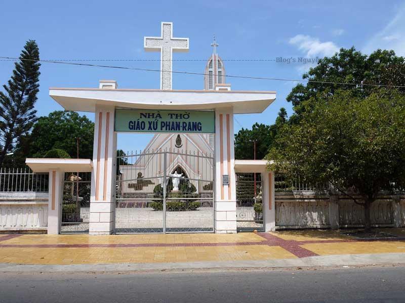 Nhà thờ giáo xứ Phan Rang Ninh Thuận là tâm điểm mà nhiều khách du lịch ghé tới khi tới thành phố này.