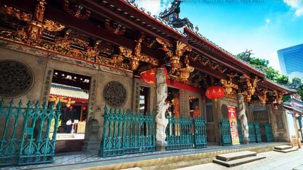 Đền thờ Thian Hock Keng được những ngư dân xây dựng vào năm 1821 để tạ ơn cho những chuyến đi biển an toàn.
