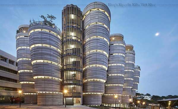 """Nơi đây được nhiều du khách đặt biệt danh là """"tòa nhà giỏ dim sum"""" do nó có thiết kế giống y hệt các giỏ hấp được sử dụng để phục vụ món Dimsum nổi tiếng."""
