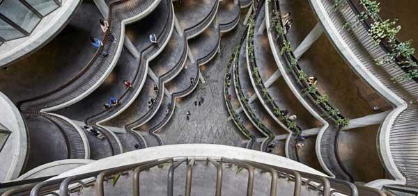 Tòa nhà trị giá 45 triệu SGD (khoảng 32,4 triệu USD) này được thiết kế bởi kiến trúc sư nổi tiếng người Anh Thomas Heatherwick và hoàn thành vào năm 2015. Đây cũng từng là cái tên lọt vào chung kết cuộc thi kiến trúc World Architecture Festival vào năm 2015.