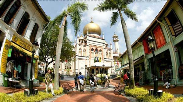 Thánh đường Masjid Sultan (tiếng Mã Lai là Đền thờ Sultan) tọa lạc trên con đường Arab Street thuộc khu phố Kampong Glam giàu tính lịch sử.