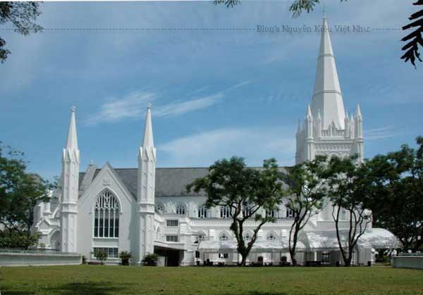 Nhà thờ Thánh Andrew là nhà thờ lớn nhất tại Singapore và là một ví dụ điển hình về kiến trúc và di sản của thời thuộc địa.