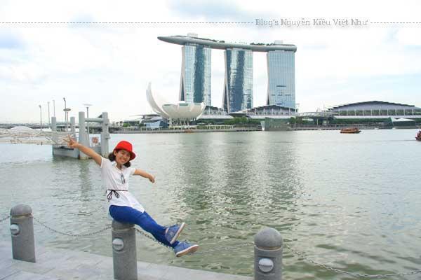 Marina Bay Sands là khu tổ hợp này có đủ mọi thứ để khám phá từ khách sạn, bể bơi, casino, bảo tàng và khu ẩm thực.