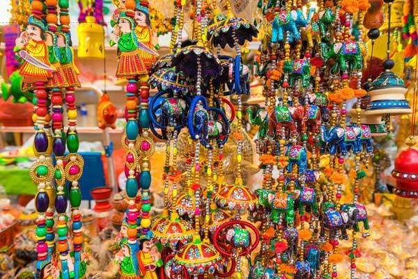 Little India là một khu vực giàu lịch sử, nơi thể hiện những nét hấp dẫn náo nhiệt nhất của cộng đồng người Ấn ở Singapore.